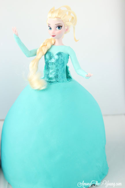 Frozen Party Ideas featured by top US lifestyle blog, Among the Young